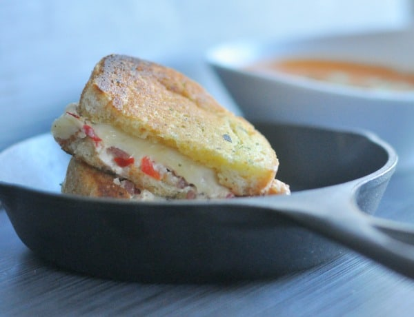 One of my favorite weeknight meals! Grilled Bacon and Pimento Cheese Sandwiches recipe made simple with buttery Texas Toast and served with Tomato Soup. http://diningwithalice.com/weeknight-meals/grilled-bacon-and-pimento-cheese-sandwiches/