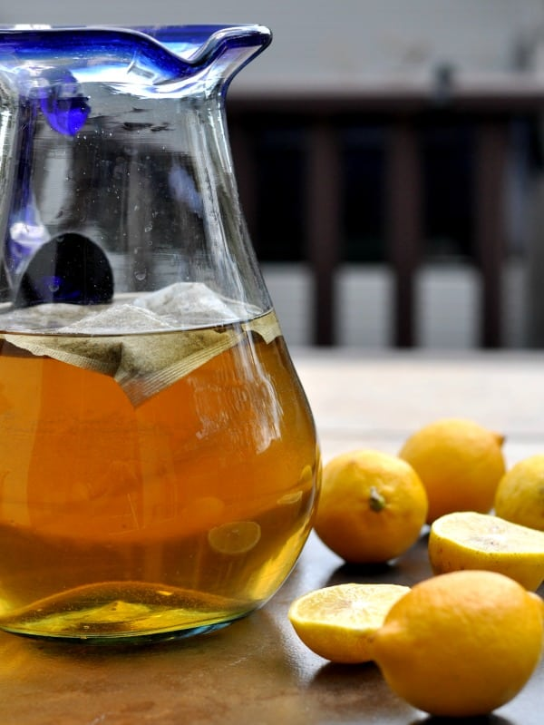 Sun Tea and sweet lemonade combine to make this easy Bourbon Arnold Palmer. A refreshing summer cocktail you'll be sipping all summer long! http://diningwithalice.com/drinks/bourbon-arnold-palmer/ ‎