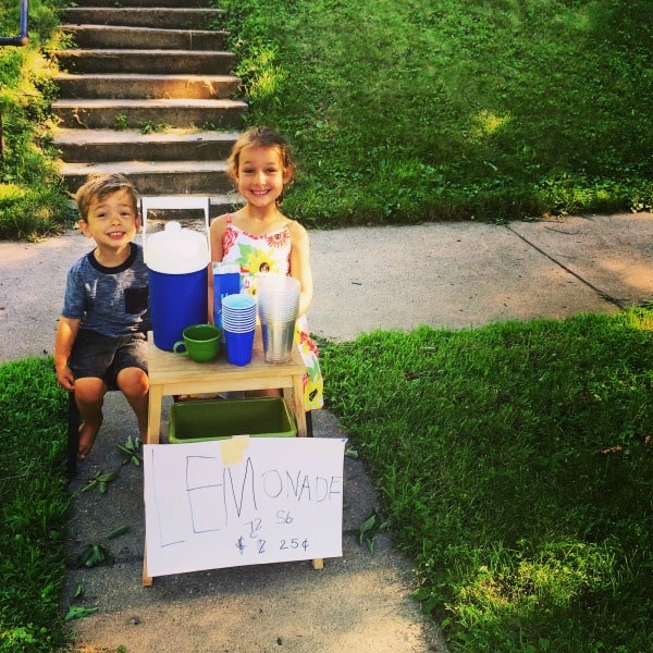 Summer Bucket List Lemonade Stand