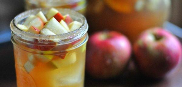 apple-cider-sangria-with-bourbon-sugar-rim-white-wine