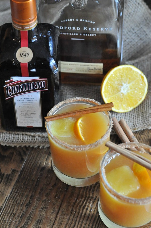 This Hot Bourbon Cider Cocktail recipe made with apple cider and Cointreau is the perfect drink for a cozy night or the holidays. bourbon-cider-cocktail-cointreau