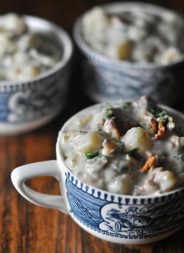 The best creamy New England Clam Chowder recipe made with bacon. An easy recipe to make this homemade classic for friends and family. https://diningwithalice.com/soup/new-england-clam-chowder/