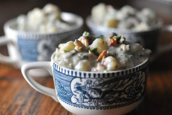 The best creamy New England Clam Chowder recipe made with bacon. An easy recipe to make this homemade classic for friends and family. http://diningwithalice.com/soup/new-england-clam-chowder/