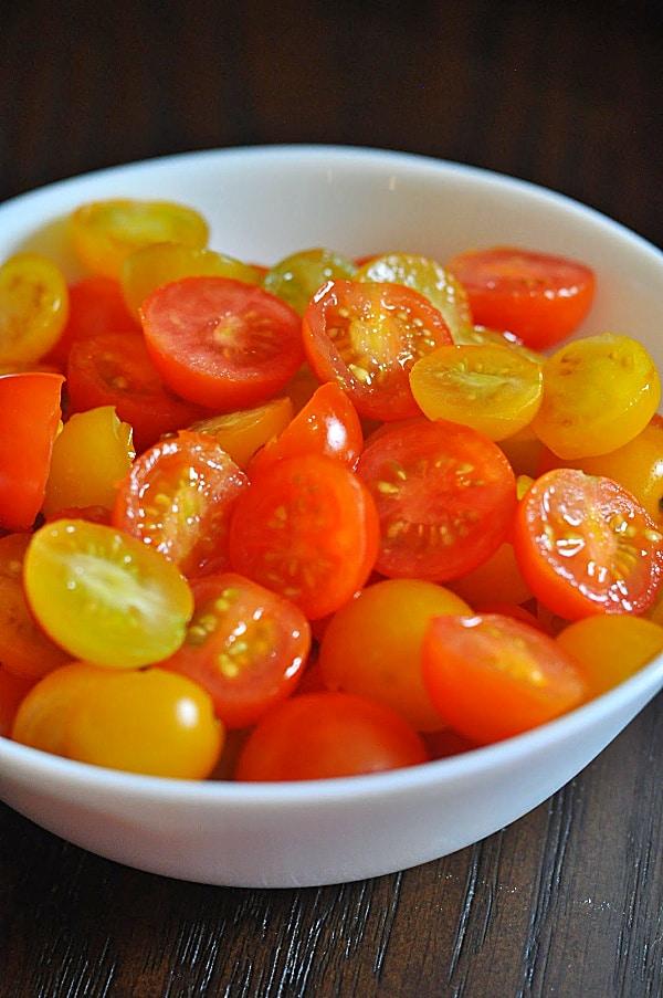 Caprese pasta salad ingredients tomatoes